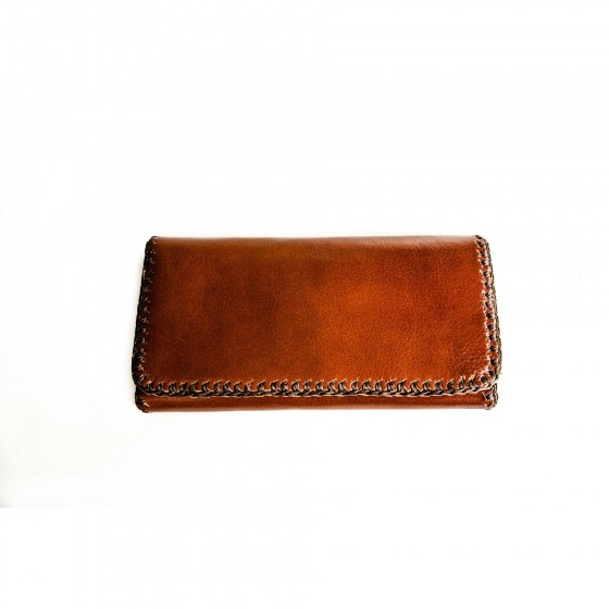Leather-wallet-on-white-background,women-leather-wallet