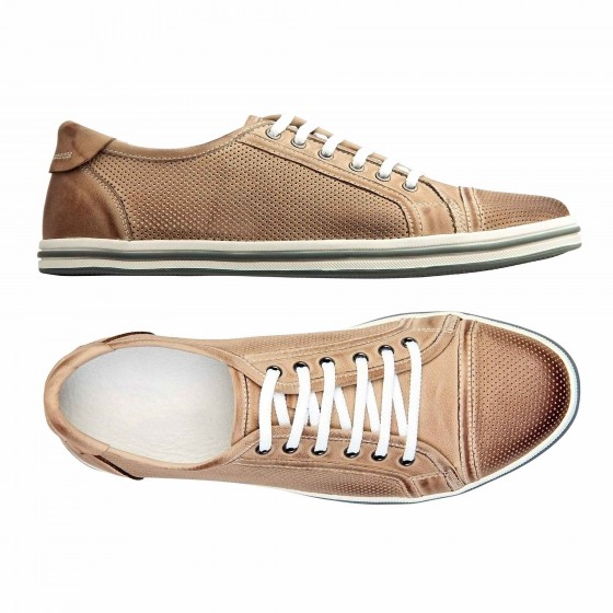 Male-shoes-over-white,-with-clipping-path